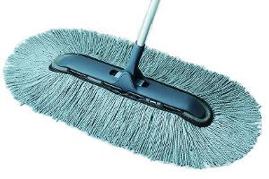 広いスペースでも、角・隅・すき間まで軽い操作でお掃除できる スリムタイプのモップです。